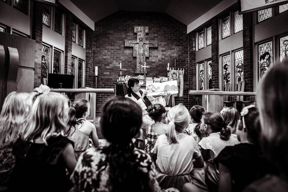 Van-deze-Britse-theologe-hoeft-de-kerk-niet-vol-te-lopen